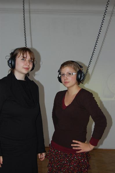 Die Künstlerin Iris Blauensteiner (li.) und Marianne Curn