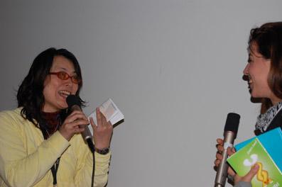 """Yuko Ichikawa (li., """"Yukos Pflanzen Projekt"""") und Anna Bertsch vom film:risss-Team"""